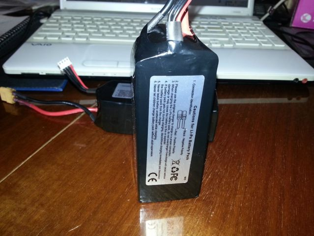 Аккумуляторы Walkera 3s2p 5200mAh, Вес: 317гр (прекрасно входят в корпус, даже место еще есть)